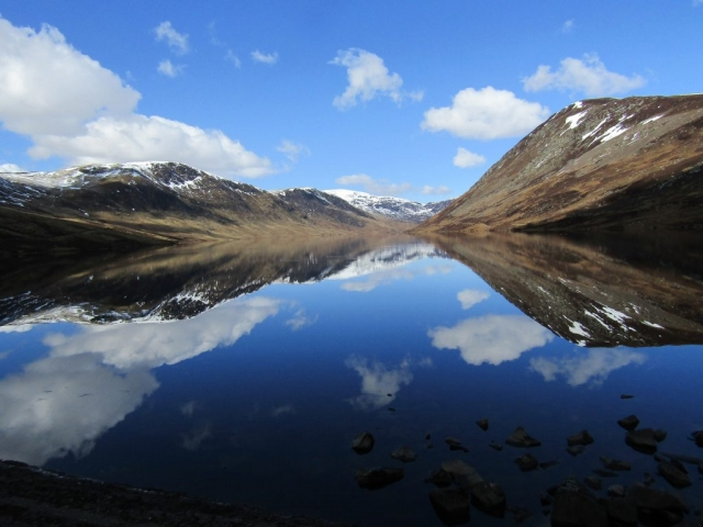 lake near Crieff - English course in Scotland