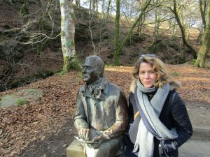 Robert Burns statue, english homestay